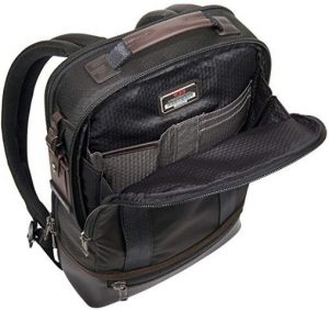 Tumi mochila negra tejido interior