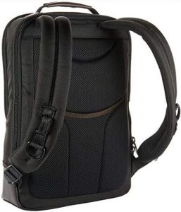 Tumi mochila negra asas traseras