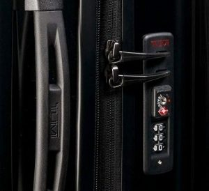 Tumi maleta V3 expandible negra candado